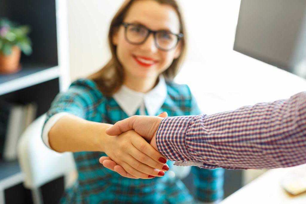 Henkilökunnan palkkaaminen: mitä on hyvä tietää työsopimuksista ja palkkatuesta