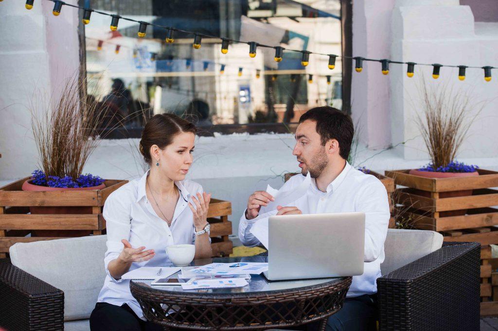 Kannattaako perustaa yritys? Mitä eroa on kevytyrittäjyydellä ja yrittäjyydellä?